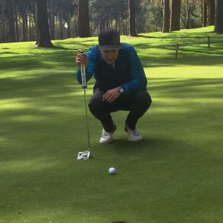Golf Putting Tips for Senior Golfers - lining up a putt